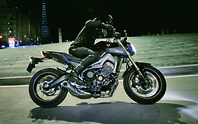 Moto_Yamaha_MT_57_.jpg