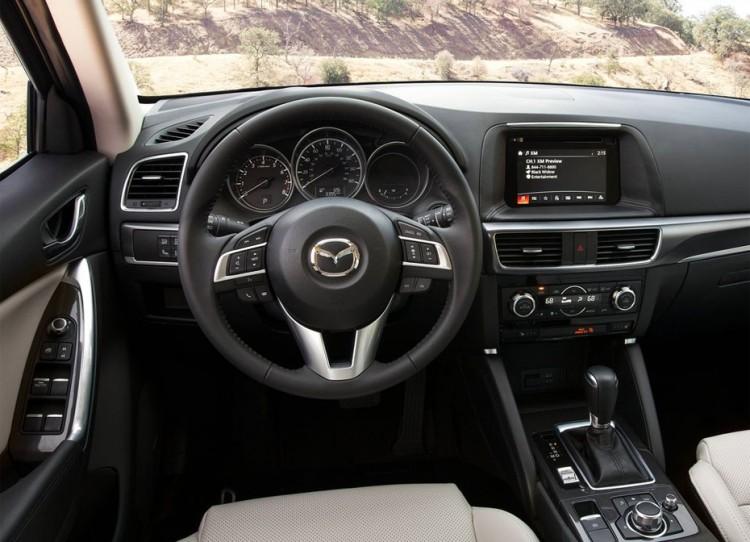 Салон автомобиля Mazda CX-5 2015-2016