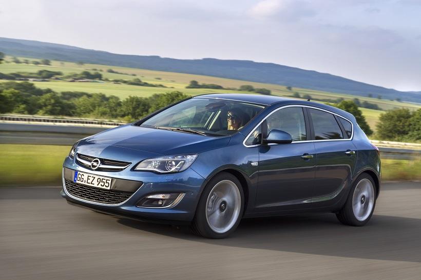 Opel Astra немного уступает Гольфу, но также будет дарить удовольствие владельцу