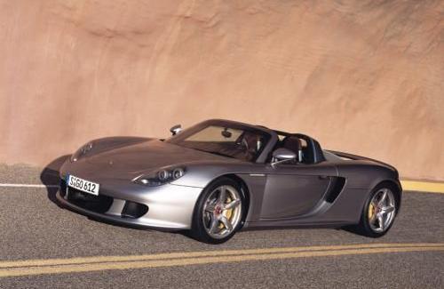 Porsche Carrera GT слияние болида McLaren и люкс авто в едином целом