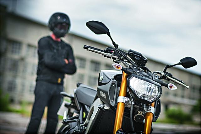 Moto_Yamaha_MT_49_.jpg