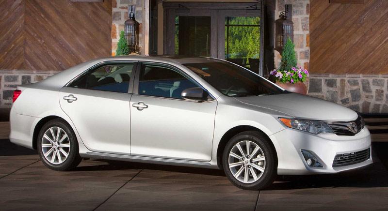 Toyota Camry - лучшая машина среднего класса 2015 года