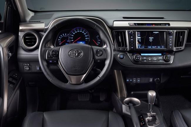 В салоне Toyota RAV 4