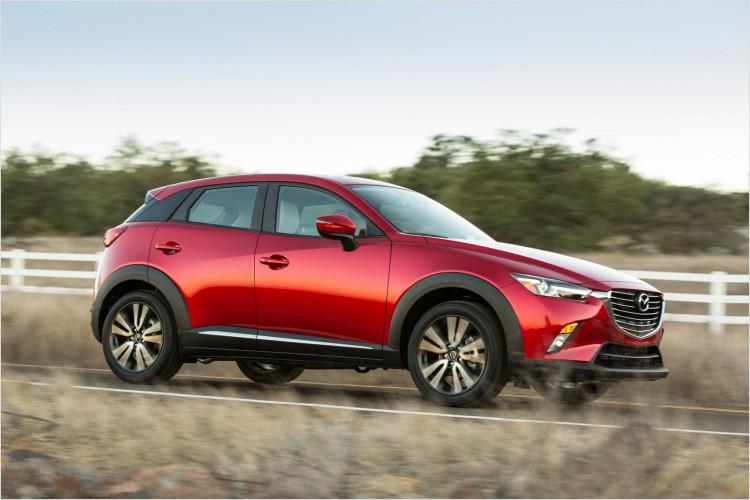 На фото - Mazda CX-3 2015-2016