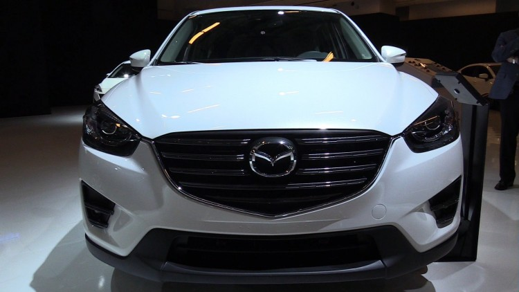 На фотоснимке - 2016 Mazda CX-5. Немного о внешнем виде и комплектациях