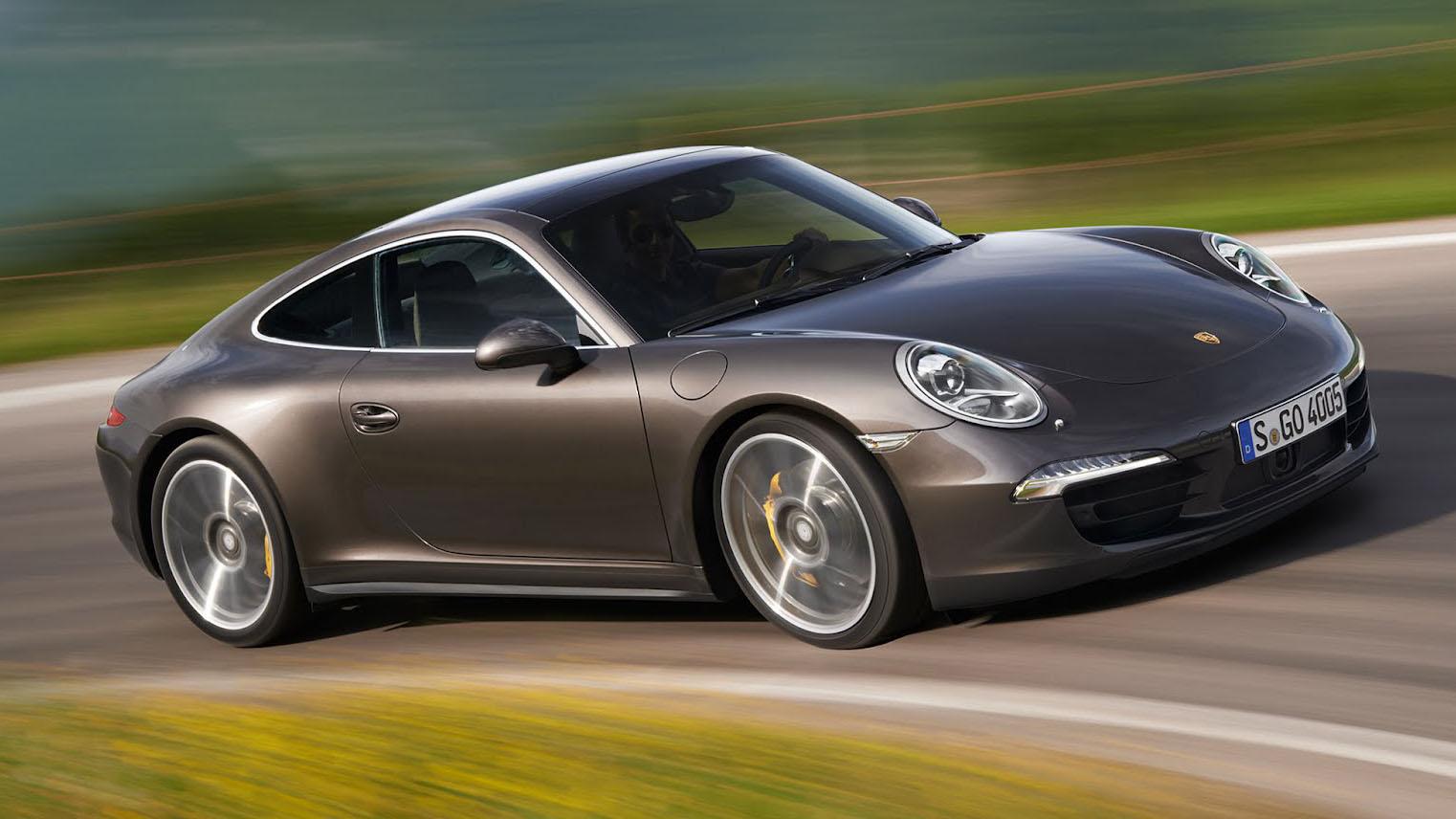 Porsche 911 Carrera - лучший спортивный кар 2015 года