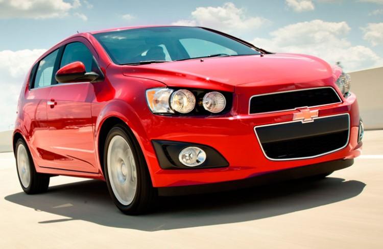 На фото - Chevrolet Aveo 2015