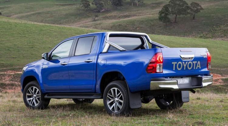 Автомобиль Toyota Hilux 2015 года
