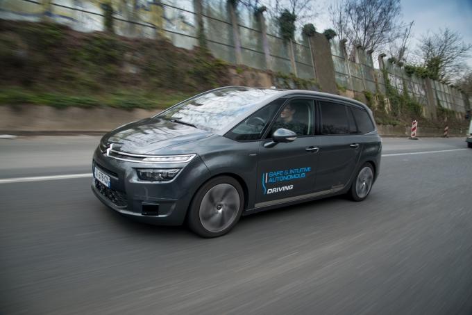 Citroёn выдаёт беспилотные автомобили блоггерам и журналистам
