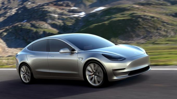 Илон Маск взвинтил цену на Tesla Model 3