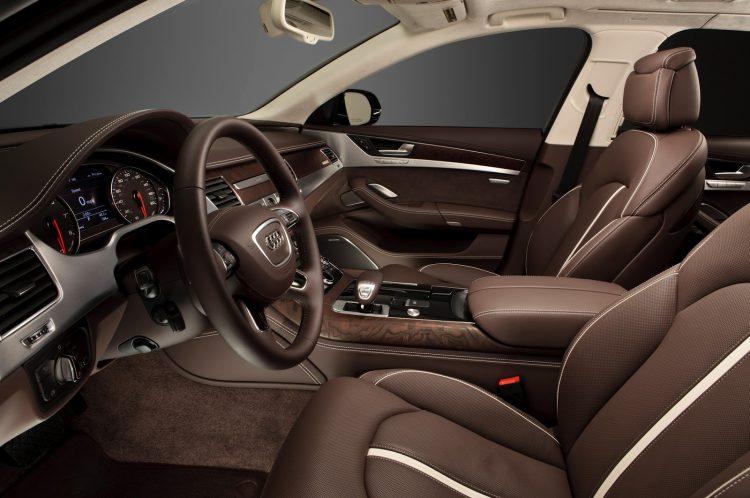 В  салоне Audi A8 трудно найти недостатки