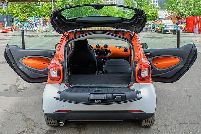 """Можно ли перевезти в салоне smart ForTwo new длинномер? Можно, если сложить """"в горизонт"""" спинку пассажирского сиденья"""