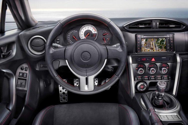Дизайн водительского места в Toyota GT 86