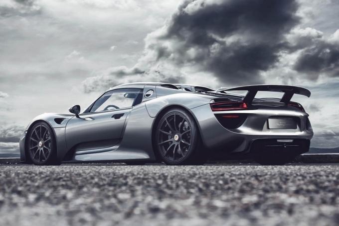 В Porsche путают цифры и буквы
