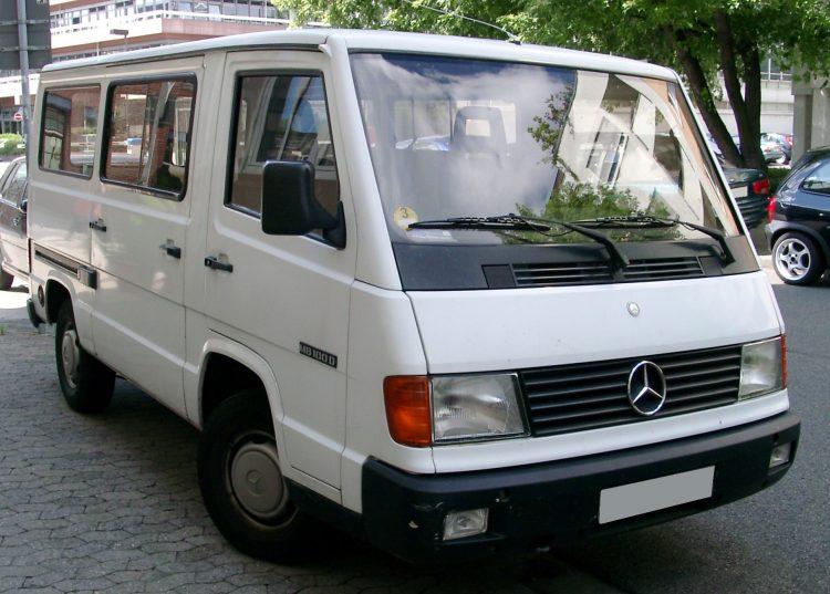 На фотоснимке прародитель Вито - Mersedes Benz MB100