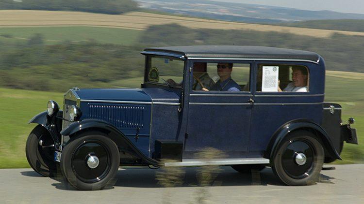 На фото бюджетный автомобиль 30-х годов DKW 4/8