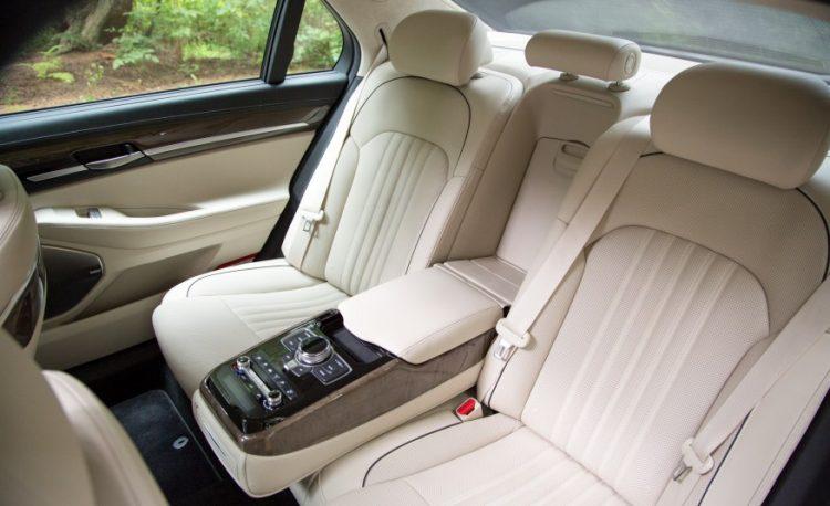 Задния ряд Hyundai Genesis