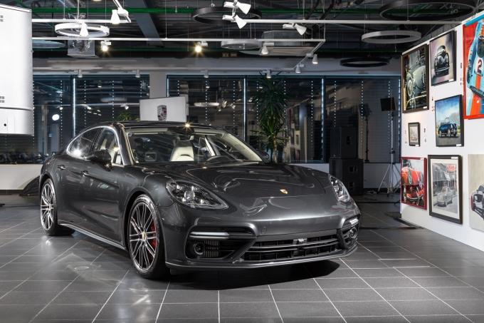 Porsche Panamera: Пышные бедра и быстрые ноги