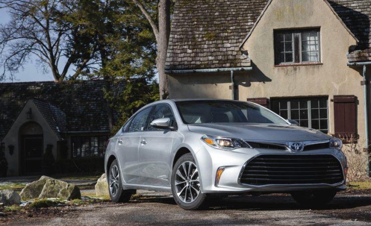 Toyota Avalon Hybrid 2016-2017 года