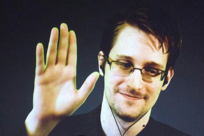 Бывший подчиненный Илона Маска неудачно сыграл в Сноудена…