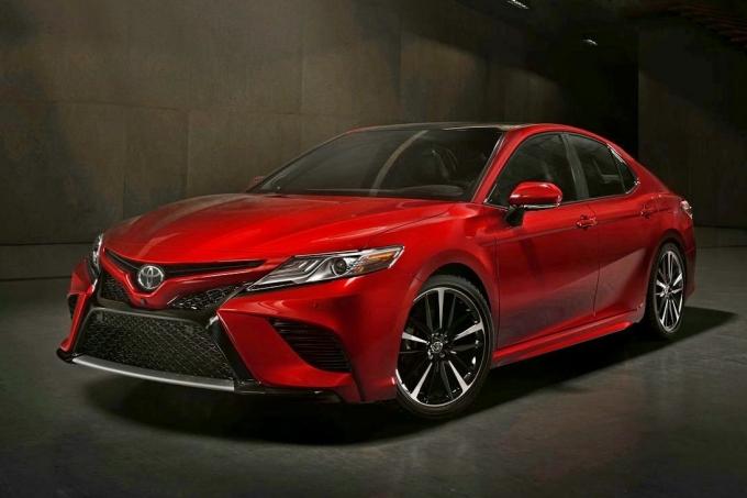 Toyota Camry 2018: шанс для Аккорда