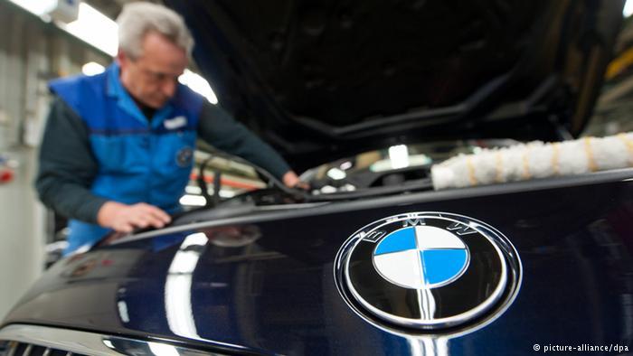 Рабочий на заводе BMW