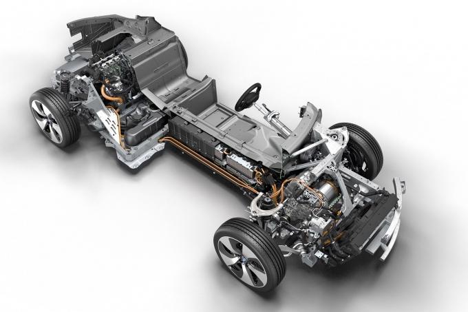 Инженеры BMW работают над твёрдым телом