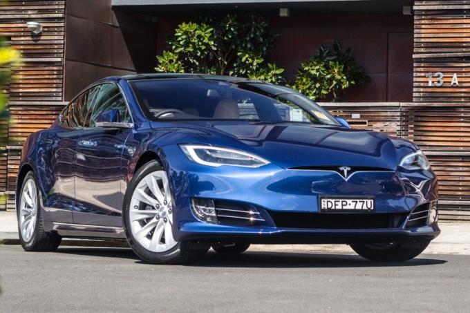 Tesla даст напряжение в Тверь и Молдавию…