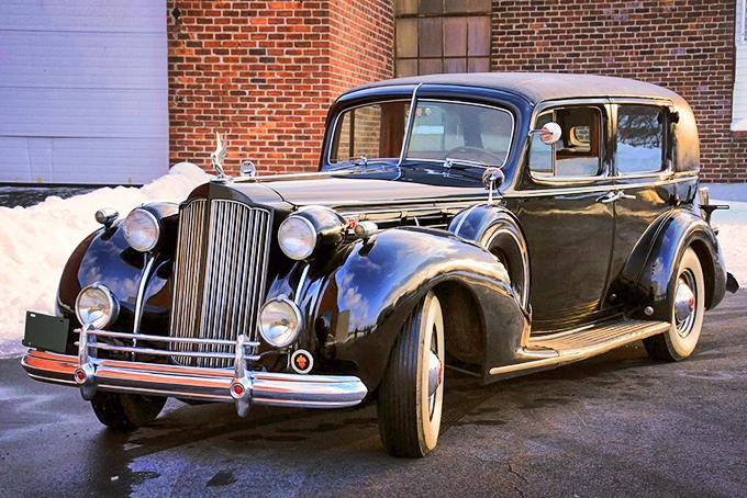 Всего савгуста 1935-го по сентябрь 1936-го было собрано 682 «Пакарда 1408» ценой $4285–6435. Серийный автомобиль весил 2672 кг