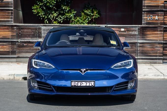 Tesla Model X и Model S: автомобилям отказали в тормозах